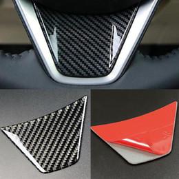 adesivo per ruote toyota Sconti Fashion Design Premium Volante per auto Nero adesivo in fibra di carbonio per Toyota Camry 2018 100 * 65mm Accessori interni