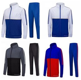 Survêtement de football costume de plein air de formation de sport veste blanche sans logo personnaliser la conception vêtements de sport en plein air veste + pantalon ? partir de fabricateur