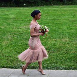 Argentina Fuera del hombro Vestidos de dama de honor cortos 2019 Longitud de té Sirena Apliques Encaje Vestidos de fiesta de boda Vestidos de talla grande y formal Formal para niñas Suministro