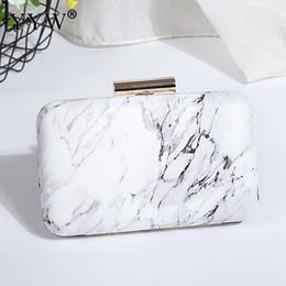 fackelkupplungen Rabatt 2019 weiße Acryl Box Abend Clutch Bag Kette Schulter Handtasche Crossbody Hard Case Tasche Hochzeit Prom Geldbörse Pochette femme