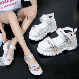 bunte t-strap-fersen Rabatt Designer Frauen bunte Absätze 8,5 cm Sandalen Top-Qualität T-Riemen Pumps mit hohen Absätzen Damen Lackleder Kleid Single-Plattform-Schuhe