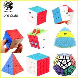 Würfel kohlenstoff online-QIYI Speed Puzzle Würfel 2x2 3x3 4x4 Pyraminx Megaminx Skewb Kohlefaser Aufkleber Magic Cube Puzzle Spielzeug für Kinder Spielzeug Intelligenz Entwicklung