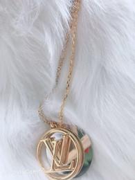 2019 colar de ouro Famoso Clássico Designer De Cobre Com 18 k Banhado A Ouro Dupla Rodada Oco Alfabeto Círculo Pingente Charme Colar Para As Mulheres Jóias