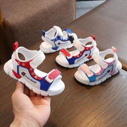 Neue Kinder Sandalen Sommer-beiläufige Kind-Strand-Schuhe Junge Mädchen Sandalen Rutschhemmende weiche Unterseite Baby-Sandale Mode Schuhe von Fabrikanten
