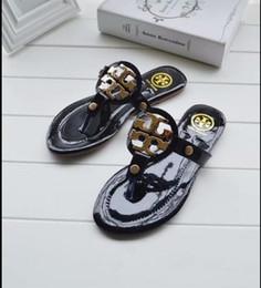 Canada Pantoufle pour les dames à porter avec style avec les chaussures de plage et les sandales plates et antidérapantes de la célébrité en été cheap ladies wearing slips Offre
