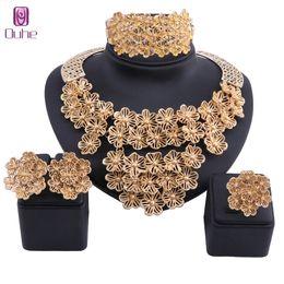 2019 conjuntos sólidos de pulseiras de ouro Mulheres Beads Africanos Conjunto de Jóias Requintado Dubai Cor de Ouro de Cristal Colar de Flores Conjunto de Jóias Nupcial Do Casamento Nupcial Bijoux