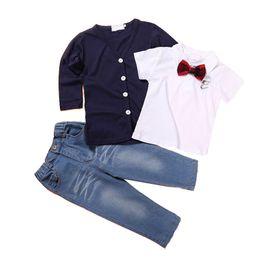 chaqueta de los pantalones vaqueros del bebé Rebajas Baby Boys Suit Kids Suit Pantalones Conjuntos de tres piezas Abrigo Camisa Jeans Bow V Neck Jacket Camiseta de manga corta 41
