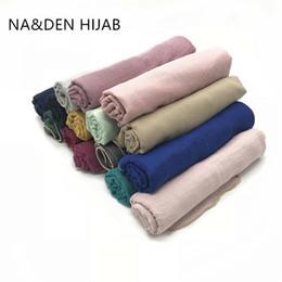 Bufanda de oro liso online-2019 granos calientes de oro bordes bufanda mujeres mantón liso viscosa sólida pañuelos pañuelos foulard moda hijab musulmanes envuelve 10 unids / lote