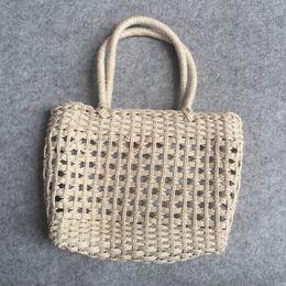 Produttore diretto Pulsante di rame Borsa in filo di cotone puro fatto a mano Borsa a maglia per il tempo libero da mano a maglia di paglia fornitori