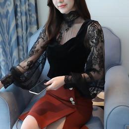 Colete longo das mulheres on-line-Mulheres Blusa Camisa Preta Camisa Sexy Casual Manga Comprida Lace Blusa Em Camisas Oco Tops Para A Mulher De Veludo Colete Top