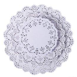 runde spitzen-tischsets Rabatt Runde Spitze-Papiermatten-Untersetzer-Tischsets, die Ereignis-Party-Tabellen-Geschenk Wedding sind