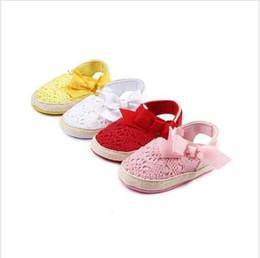 niños pequeños de ganchillo Rebajas Zapatos de bebé Sandalia Niños Primeros caminantes Zapatos de bowknot huecos Prewalker Zapatos de ganchillo para niños pequeños de verano Zapatillas de deporte antideslizantes de suela suave YFA942