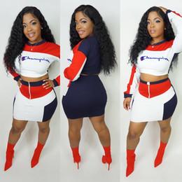 Donne tute 2pcs online-Color Match Champions Emboidery Letters Tuta da donna Outfit manica lunga Pullover Crop Top + Short Dress Skirt 2pcs / Set Sportswear B3041