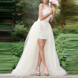 Vestidos de noiva de pena oi lo on-line-Elegante alta baixo vestidos de casamento com trem destacável plissado penas brancas robe verão vestido de praia vestidos de noiva vestaglia sposa 2019