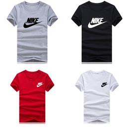 Camiseta de manga corta de los hombres streetwear costuras de bolsillo diseño de control de acceso diseño moda casual de negocios desde fabricantes