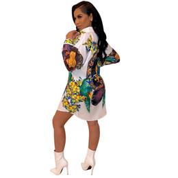Estilos de ropa femenina casual online-Noche de moda para mujer de la camisa del verano Vestidos de diseño de la solapa del cuello una línea de impresión Folra Mujer Ropa del estilo del club ropa informal