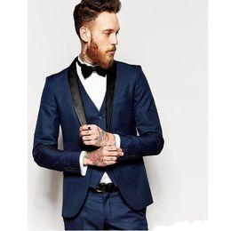 diseño de vestido azul negro Rebajas Mejor diseño Azul marino Novios Esmoquin Negro Mantilla de solapa Ventilación lateral Padrillos de boda para hombre Vestido de novia para hombre Popular Traje de 3 piezas (chaqueta + pantalones + chaleco + corbata)