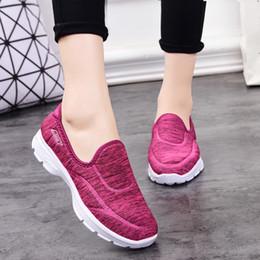 b1f0343e3 2019 Cruz-fronteira para o velho pano de beijing shoes mulheres fundo macio  respirável caminhadas sapatos de desporto idosos antiderrapante confortável  ...