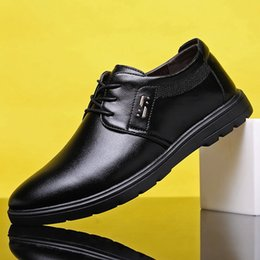 Sapatos de vestido estilo coreano on-line-2020 Novo Atacado Cross-Border Especialmente para Mens sapatos de verão Casual Toe rodada Tide Shoes Plano Dress Shoes Mens britânica coreano-Style