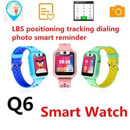 Q6 Relógio Inteligente das Crianças Relógio do telefone inteligente DialAnswer Chamada À Prova D 'Água LBS Câmera Micro chat SOS alarme de emergência Controle Remoto KID Varejo de Fornecedores de relógio de emergência para crianças