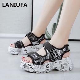 Sandalias para caminar online-Nuevas sandalias de mujer zapatos de mujer Plataformas Cuñas tacones altos antideslizantes Gladiador informal para caminar Sandalias zapatos Chanclas 180