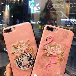 2019 handgemachter iphone lederner fall Mytoto luxus handgemachte stickerei flamingo rosa stil telefon case für iphone 6 6s plus 7 7 plus leder tiger zurück case abdeckung rabatt handgemachter iphone lederner fall