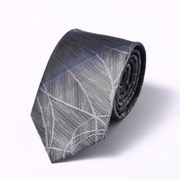 Cravatta in seta da uomo sagomata in poliestere sagomato da