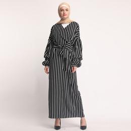robe islamique blanche pour femme Promotion 2019 Nouvelle arrivée Dubai Abaya pour les femmes islamiques Vêtements Robe noire et blanche à rayures pour femmes musulmanes