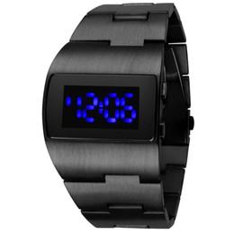 865221aa05b luz azul levou relógios Desconto Nova Moda de Aço Inoxidável Homem De Ferro  Relógios Eletrônicos Relógios