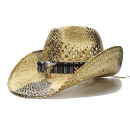 angepasste hüte Rabatt LUCKYLIANJI Sommer Retro Frauen-Männer Wide Brim Straw Sun Beach Cowboy-Western-Hut aushöhlen Bull-Kopf-Lederband 58cm einstellen