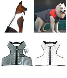 Compras usb online-LED Light Dog Vest Moda USB Carga Sin Mangas Ropa Ropa Tienda de mascotas Suministros Ropa para Perros Productos de Venta Caliente 49lb C1