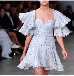 Diseño de vestido de gasa lunares online-2019 nuevo diseño de lujo del collar del cuadrado de la manga rufflespetal altura de la cintura delgada puntos de colores de impresión de gasa vestidos sirena del vestido de las mujeres