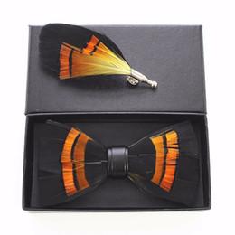broches de penas laranja Desconto Handmade Mens Animal Laranja Pena de Couro de Luxo Bow Broche Set Pré-amarrado Bow Tie Para Festa de Casamento Acessórios de Vestuário