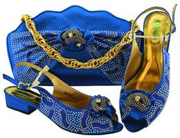 Diseñador 2019 Elegante azul real vendedor caliente de diseño italiano conjunto de zapatos y bolsos a juego con zapatos nigerianos con zapatos de piedra africanos y conjunto de bolsos desde fabricantes