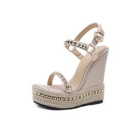 cales d'été en or Promotion Gold Ladies Sandals Plateforme Sandales Femmes Chaussures Été Chaussures À Talons Hauts Chaussures À La Cheville Sangle Chaussures Femme Rivet Chaussures Compensées