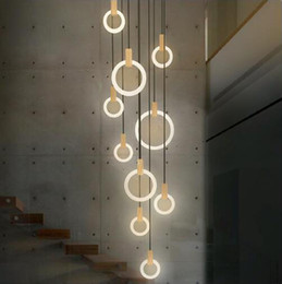 2019 handgefertigte holzlampen Zeitgenössische LED-Kronleuchter Nordic LED Droplighs Acrylringe Treppenbeleuchtung 3/5/6/7/10 Ringe Innenleuchte
