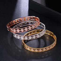 braceletes do projeto elegante Desconto Pulseiras das mulheres Cubic Zirconia Pulseiras Pulseiras Quatro Folha Trevo oco projeto Nobre estilo elegante Noiva jóias