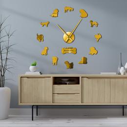 2019 horloges pour animaux de compagnie Cava-Doodle Cavapoo Race De Chien Horloge murale Pet Shop Décoration Murale Effet Miroir Chien Silhouette Postures Montre Cavapoo Cadeau horloges pour animaux de compagnie pas cher