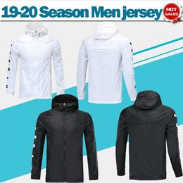 Weiße regenmäntel online-Paris Wind Mantel wissen lange Ärmel 19/20 schwarzen Trainings-Uniform-Regen-Mantel Superjoden Fußballjacke