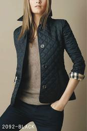 Cappotti corti per la progettazione delle donne online-Moda- Moda donna Inghilterra Cappotto imbottito in cotone sottile sottile / Giacca di design di marca di alta qualità per donna Taglia S-XXL Cappotti in piuma nera