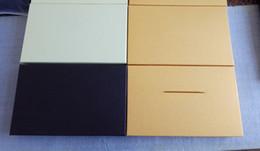 papel de fita Desconto 24x33x5 cm Preto marrom Cor amarela caixas de Embalagem de Presente de Papel Caixa De Embalagem Para Camisas Cachecol Longo Caixas De Bolachas Com fatura cartão de Fita A99