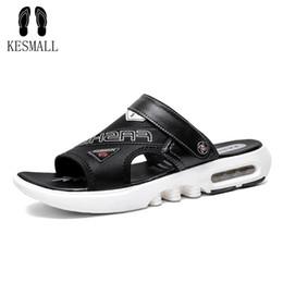 KESMALL Sandalet Erkek Ayakkabı 2019 Gladyatör erkek Sandalet Roma Erkekler Yaz Çevirme Gri Siyah Düz Yumuşak Ayakkabı nereden