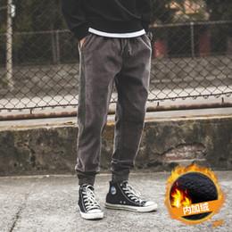 2019 calça de veludo em veludo Calças esportivas macacão de veludo de algodão japonês maré masculino além de veludo harem pants grossas soltas desconto calça de veludo em veludo