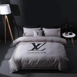 lila seidendecke Rabatt Grau L Brief Stickerei Bettwäsche Anzug Frühling Luxuriöse Marke Bettbezug Reine Farbe Mode Design 4 Stücke Bettdecke