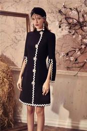 Milan Runway Dress 2019 Black Flare Maniche lunghe Fiori Bottoni Abito  lungo da donna Designer Perle Tessuto Abiti da Festa 9078 fiori neri maxi  vestito ... 69b470cbd2a