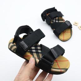 Rote bequeme sandalen online-Designer Kinderschuhe Vintage Kleinkind Sommer Sandale Kinder weich atmungsaktiv bequem Baby Jungen Mädchen Kind Strand Schuhe schwarz roter Streifen