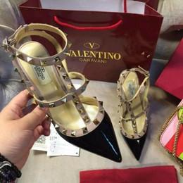 2019 sapatos de salto alto para meninas Mulheres sapatos de salto alto vestido de festa moda rebites meninas sexy dedo apontado sapatos fivela plataforma bombas sapatos de casamento preto branco rosa cor desconto sapatos de salto alto para meninas
