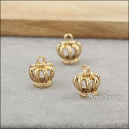 Venta al por mayor 160 unids / lote UV oro-color de la joyería de los encantos de los colgantes de la corona hueca para el collar de la pulsera DIY que hace la joyería 80132 desde fabricantes