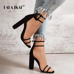 Klare riemenschuhe online-LALA IKAI Frau Sandalen Gold Metallic Clear Strap High Heels Mode Transparent Sommer Schuhe Frauen Pumpe 900C0724 -4