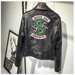Abrigos de cuero rosa online-Southside Serpiente Riverdale con estampado en rosa / negro PU Chaquetas de cuero Mujer / Hombre Riverdale Serpents Streetwear Leather Brand Coat xxl